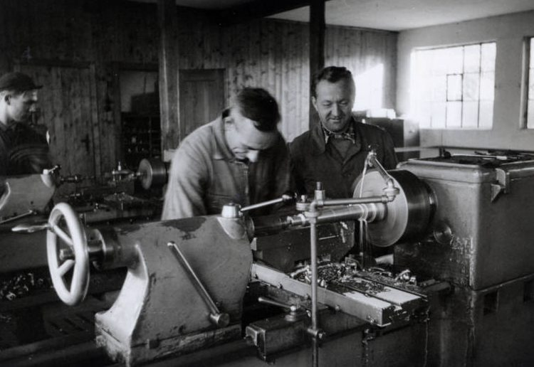 所有者卡尔·阿诺德 (Karl Arnold),1952 年的机械大师